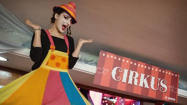 Patnáctý reprezentační ples firmy Bosch Diesel, s. r. o., ve stylu cirkusu se těšil mimořádnému zájmu návštěvníků.