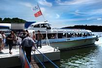 Zájem  návštěvníků plavit se na palubě lodi Vysočina byl obrovský. Premiérovou sezonu na Dalešické přehradě si pochvaluje nejen realizátorka celého projektu a starostka Koněšína Hana Žáková, ale také kapitán Petr Zícha.