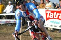 Minulou sezonu musel Martin Bína kvůli vleklým zdravotním problémům vynechat. Letos by měl pelhřimovský cyklokrosař startovat za teplický Factor Bike Team.