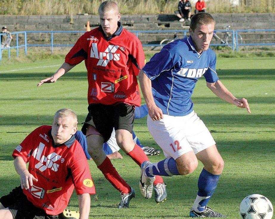 Fotbalistům ČAFC Židenice (v červeném) skončila podzimní část sezony předčasně.