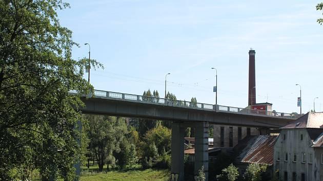 Uzavření mostu v centru Jihlavy s dopravou zamává.