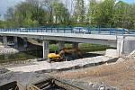 Oprava mostu si vyžádala uzavření cyklostezky, o prázdninách by ale měla být průjezdná. Foto: Deník/Martin Singr