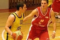 Výborné třetí dějství proti Husovicím pomohlo Jihlavě (ve žlutém Tomáš Solař) k vítězství.