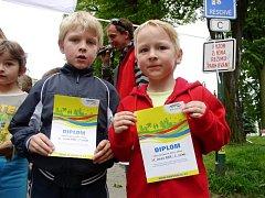 Děti dostávaly po uběhnutí trati diplomy.