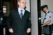 Primář oddělení ARO nemocnice v Havlíčkově Brodě, který zjistil, že Zelenka píchá pacientům neordinované dávky heparinu, včera vypovídal u hradeckého soudu.