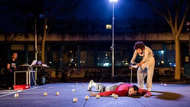 Francouzští umělci udržují publikum v pozoru až do samého konce představení.