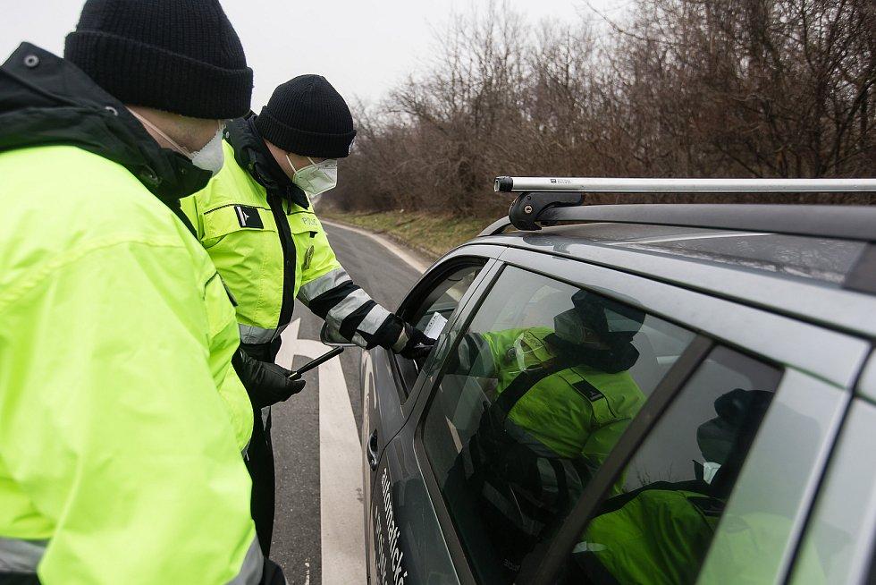Policejní kontrola mezi okresy Havlíčkův Brod a Kutná Hora, na silnici I/38 u Golčova Jeníkova.