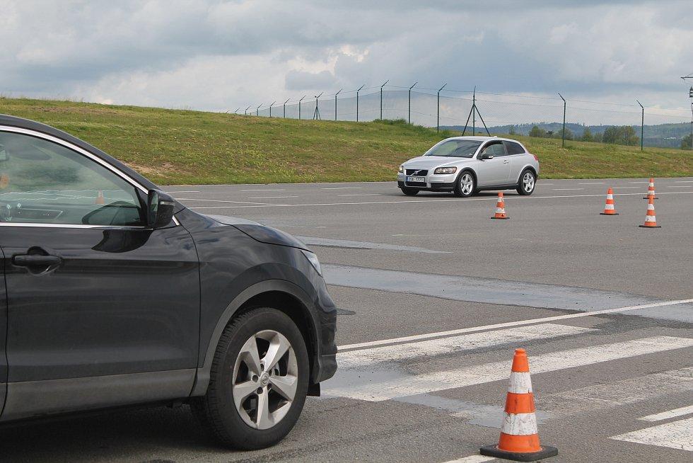 Akce na jihavském polygonu byla zaměřená na začátečníky, kteří jsou nejrizikovější skupinou řidičů.