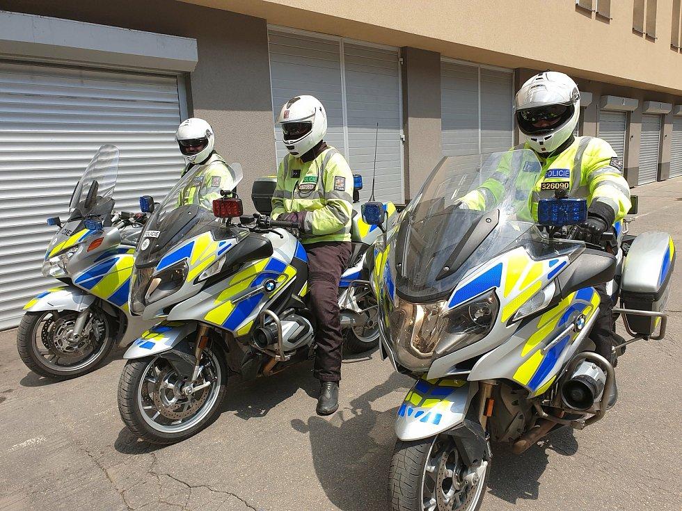 Do nedělní akce se zapojili policisté v autech i na motocyklech.