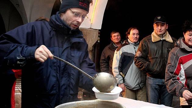 Na přelomu roku 2007 a 2008 naléval hejtman Vysočiny v Telči symbolickou čočkovou polévku. Zahřátím polévkou přioslavách příchodu nového roku na telčském náměstí Zachariáše z Hradce tak nepohrdla řada místních obyvatel.