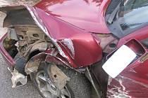 Vinou nepozornosti řidiče nákladního vozu došlo k dopravní nehodě v Hradební ulici v Jihlavě.