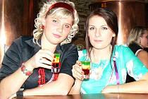 Semafor, složený z griotky, vaječného koňaku a zelené, byl ve středu nejžádanějším revolučním drinkem. Speciální nápojový lístek v předvečer státního svátku nabízel i jiné nápoje - Černocha v trávě, Rudé kladivo nebo Krvavý záda.