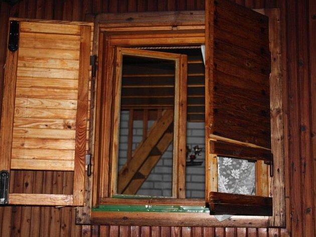 Do více než čtyř desítek chat na Jihlavsku se za dva týdny vloupal sedmačtyřicetiletý Slovák. Do objektů se dostal po rozbití oken nebo dveří.
