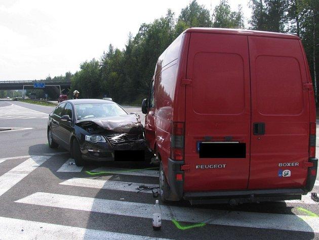 Nehoda dvou automobilů na dálničním přivaděči u Jihlavy.