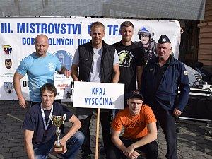 Tým dobrovolných hasičů z Vysočiny na mistrovství v Domažlicích.