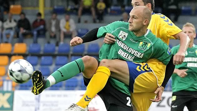 Fotbalisté Vysočiny a Sokolova jsou momentálně největšími aspiranty na zisk druhé postupové příčky do nejvyšší soutěže. V posledním utkání v Jihlavě byli úspěšnější domácí hráči, kteří vyhráli 2:1. V Jihlavě by se za repete určitě nikdo nezlobil.