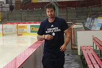 David Rittich na jihlavském stadionu, kde se momentálně připravuje s hokejisty Dukly.