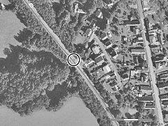 Na leteckém snímku je vyznačeno rizikové místo na silnici v Habrech na Havlíčkobrodsku. Reprofoto.