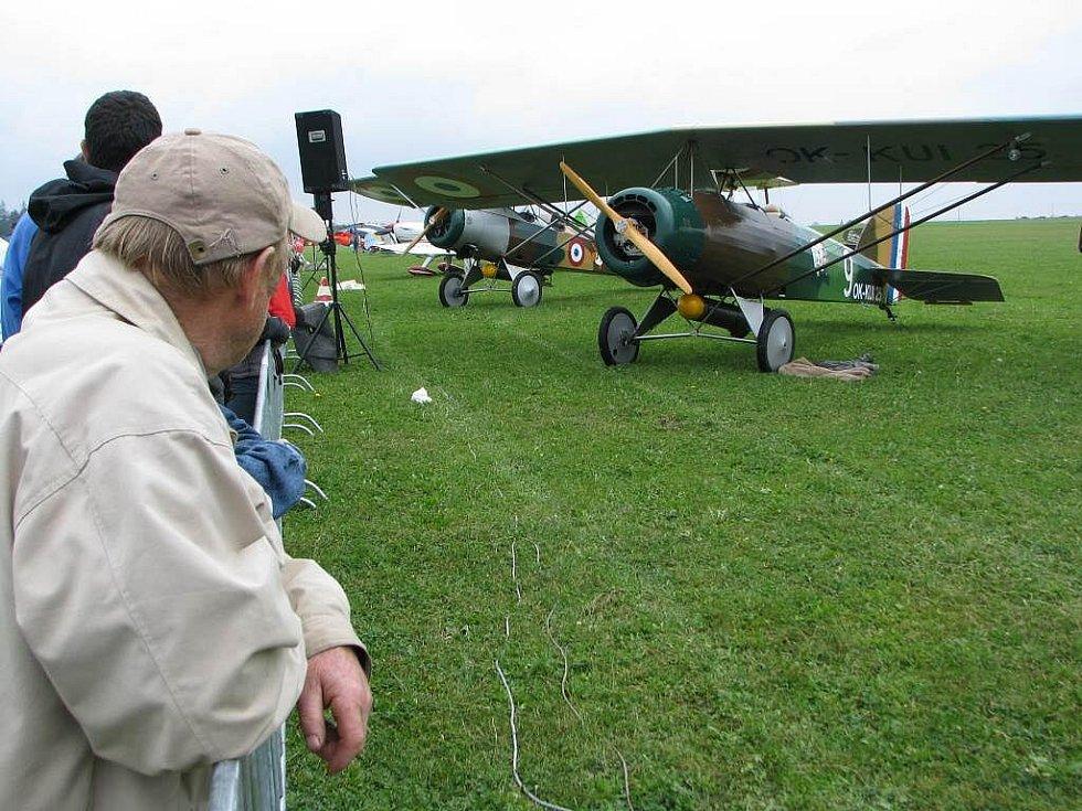 Historické stroje i moderní proudová letadla. To všechno v sobotu nabídl jihlavský Letecký den.