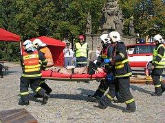 Hasiči v centru Polné pomáhali zraněným.