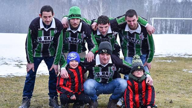 Početná rodina Biskupů si život bez fotbalu v Hodicích nedokáže představit.
