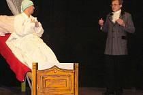 Brtnický divadelní spolek má za sebou nejedno představení. Na snímku je zachycen záběr ze hry Jeppe z Vršku. Příští sobotu se uskuteční premiéra nové hry Vražda sexem.