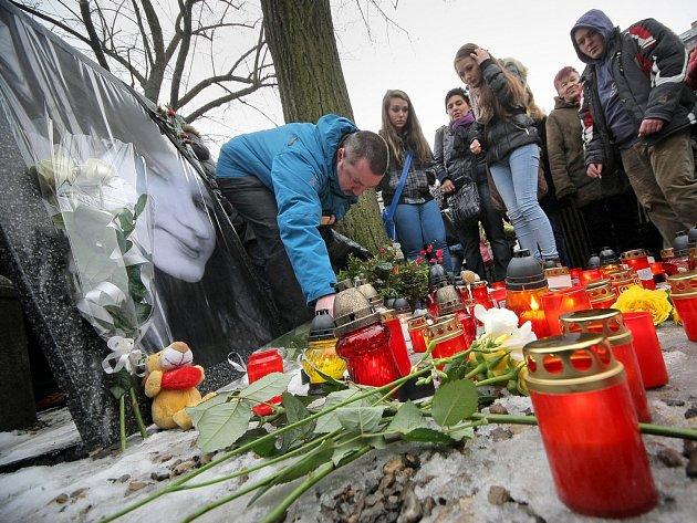 Stovky lidí se sešly na Masarykově náměstí v Jihlavě, aby uctily památku zavražděné Petry.