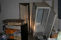 Jenom velký nepořádek zůstal v několika prodejnách na Jihlavsku a Třebíčsku  a v obecním úřadě v Černíči po nájezdu trojlístku zlodějů. Muži ničili a brali vše, co jim přišlo do cesty.