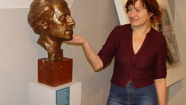 Bývalé bydliště slavného skladatele slouží dnes především jako kulturní objekt. Konají se v něm hlavně výstavy. Ne snímku galeristka Marie Bohuňovská u busty Gustava Mahlera.