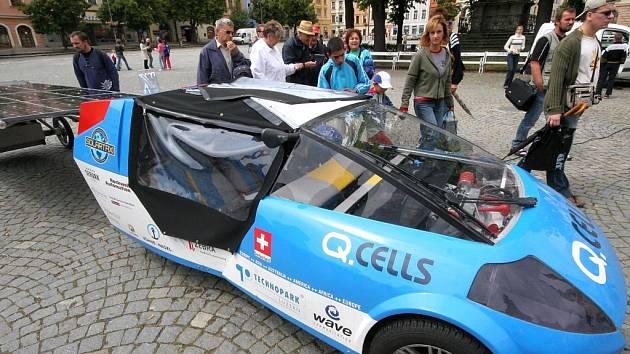 V rámci své cesty kolem světa přijel švýcarský dobrodruh a propagátor elektrické-solární mobility Louis Palmer do Jihlavy.