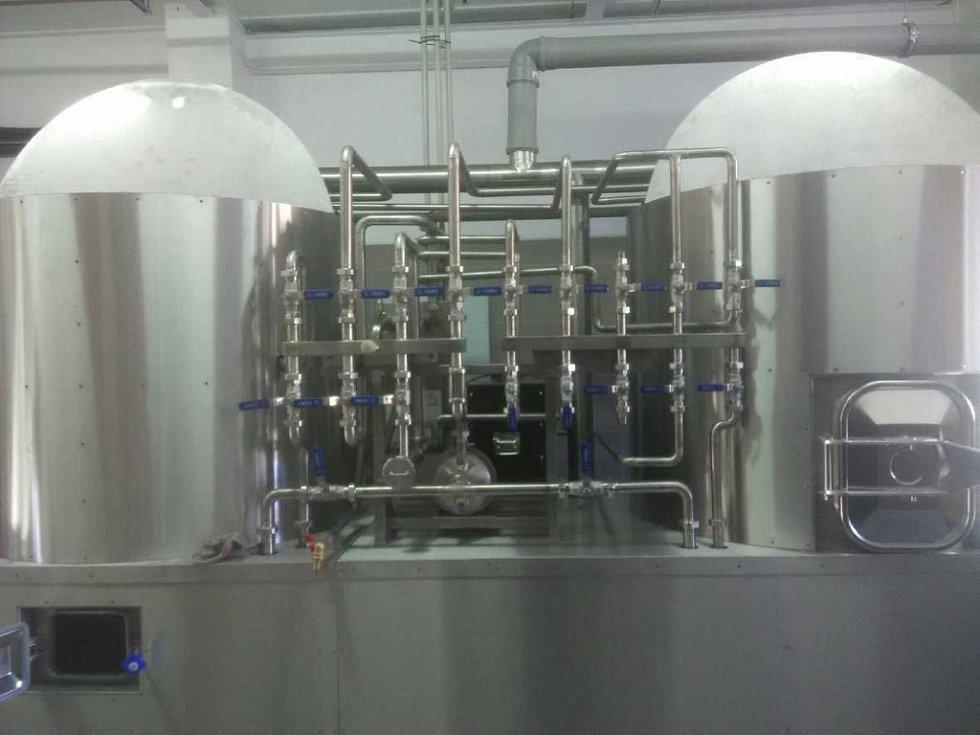 Horácký pivovar vaří pivo v Chlumu na pomezí okresů Jihlava a Třebíč. Na snímku je varna a ležácké tanky, ve kterých pivo dozrává.