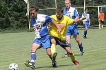 Janovičtí fotbalisté (u míče Patrik Fišer) v duelu s Bystřicí rozhodně nejsou favority, ale doma se chtějí poprat o dobrý výsledek.