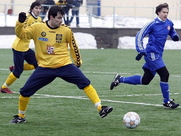 Druholigové jihlavské fotbalisty dnes čeká závěrečný přípravný zápas před startem jarní části soutěže.