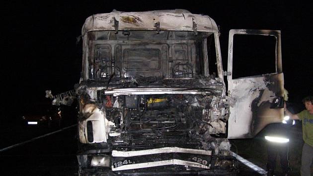Pondělní požár kamionu na dálnici D1.
