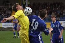 Jihlavští fotbalisté (vlevo Michal Veselý) si doma snadno poradili s Vítkovicemi. Severomoravany poslali domů s pořádným debaklem.