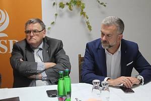 Hejtman Jiří Běhounek (vlevo) zůstává lídrem sociálních demokratů na Vysočině pro krajské volby.