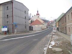 Hotovo. Fritzova ulice, která je hlavním tahem z Třeště na Stonařov, je od začátku prosince znovu otevřená.