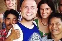 Cestovatel. Jakub Skočdopole je muž mnoha tváří, mimo jiné procestoval kus Indonésie.