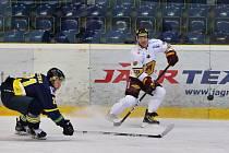 Jihlavští hokejisté (v bílém) porazili na svém ledě Kadaň 6:3.