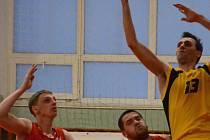 Zaváhání. Jihlavští basketbalisté (s míčem Ondřej Maňák) v Liberci závěrečnou část nezvládli.