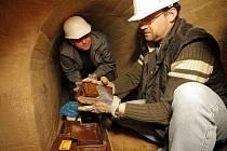 Návnady, které mají přilákat a zahubit potkany, jsou v jihlavském podzemí rozmístěny. Včera specialisté pracovali například v úseku pod Palackého a Benešovou ulicí.