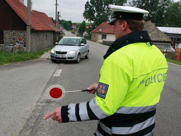 Dechová zkouška na alkohol byla u Tomáše Mečiara zPardubic, který jel po silnici mezi Havlíčkovým Brodem a Jihlavou stodvacetikilometrovou rychlostí, negativní.