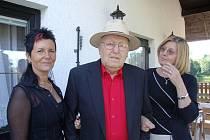Tonyho Baraka včera ve Stonařově ani na chvíli neopustila dcera Marcela Tichá.