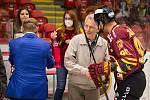 V utkání druhého kola letošního ročníku Chance ligy mezi hokejisty Dukly Jihlava (v červenožlutém) a Vsetína se radoval domácí celek.
