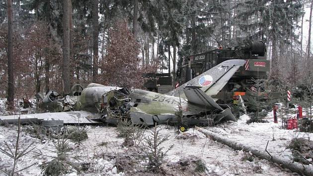 Tento stroj se zřítil loni v prosinci na Třebíčsku. Od té doby nesmí piloti s letouny L–39 Albatros do vzduchu. Čekají  na definitivní vyšetření nehody.