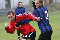 Fotbalistům Třebíče (v pruhovaném Martin Linhart) se podařilo vyhrát v Židenicích. Potvrdí tři body konečně v domácím prostředí?