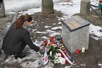 Svíčku položila primátorka, všichni náměstci a také někteří zastupitelé. Foto: Deník/Martin Singr