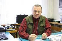 Po sedmnácti letech končí se starostováním Jiří Vlach (KSČM) v Dobroníně.