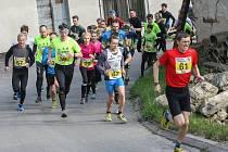 Okolo Trpaslíka v Hybrálci se na hlavní desetikilometrový okruh vydala skoro stovka běžců. Nejrychlejší byl Vladimír Srb.
