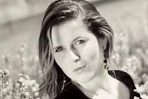 Již v dvaadvaceti letech založila Denisa Slavíková vlastní modelingovou agenturu Faible, která dává šanci i modelům s jinými mírami, než je 90-60-90. Nový dokument ID 21 poukazuje na vizi lidí o ideálu krásy.